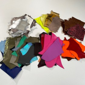 7 SMALL LEATHER PIECES 3228